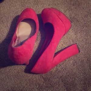 Closed-toe Hot Pink Heels
